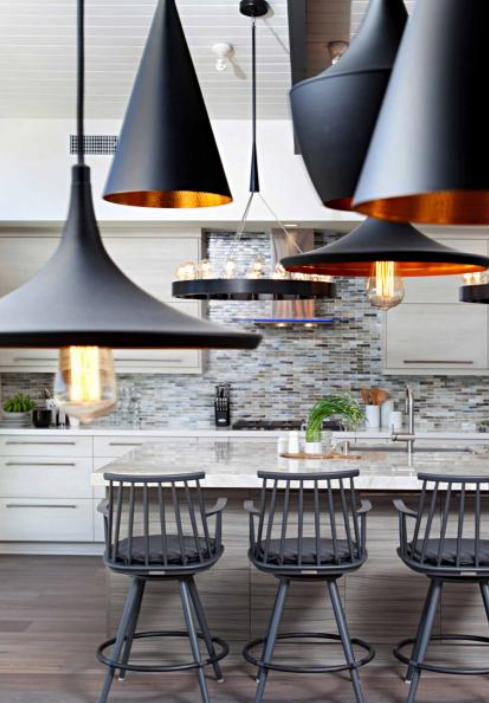 mixed pendant lamps in a beautiful kitchen